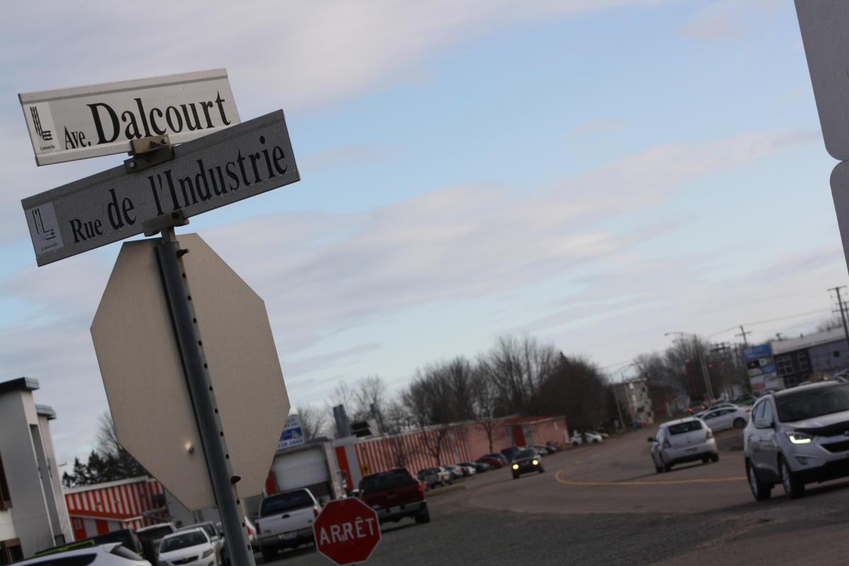 Le projet d'interdire les camions lourds à Louiseville suit son chemin