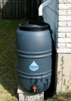 74 barils récupérateurs d'eau de pluie ont été distribués