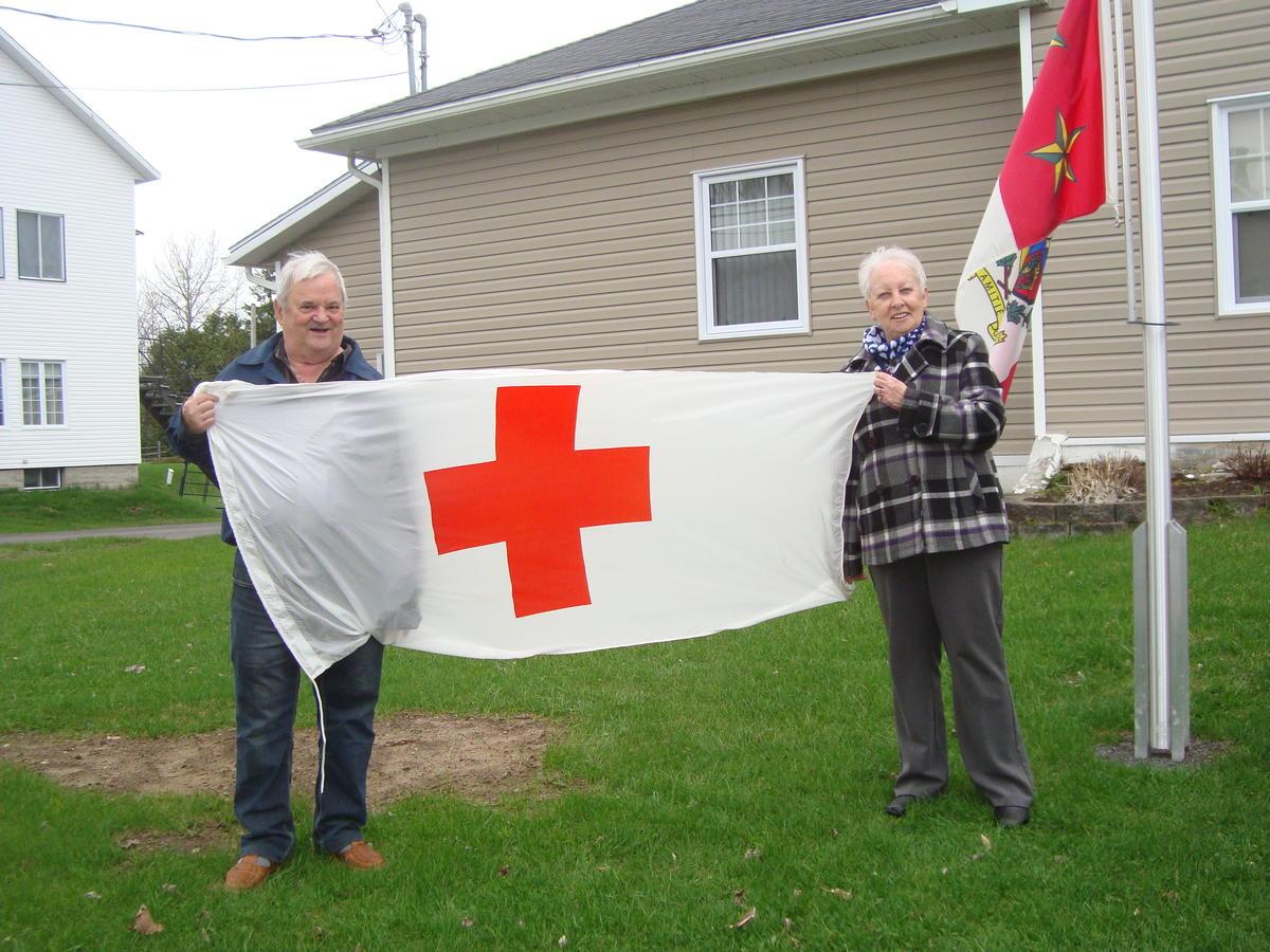 Sainte-Angèle-de-Prémont hisse le drapeau de la Croix-Rouge