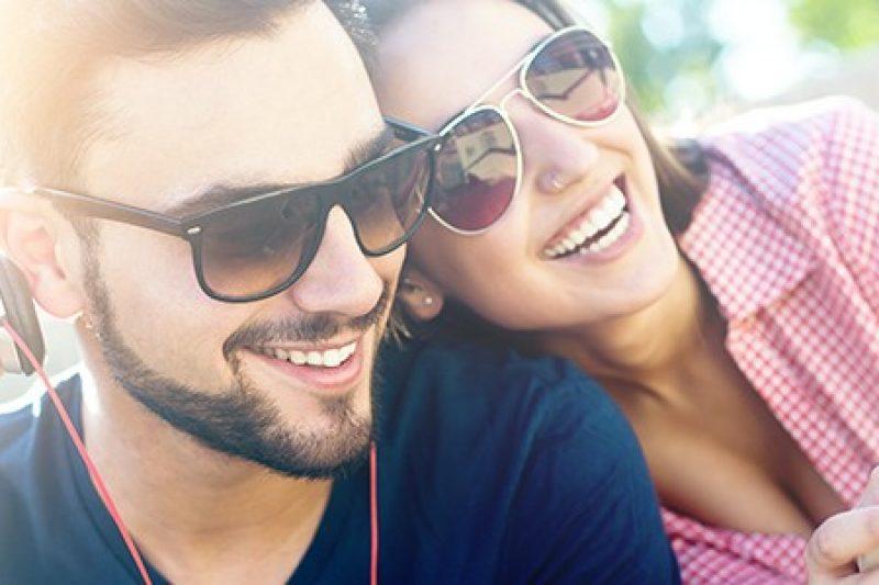 Les romantiques seraient plus heureux dans leur couple