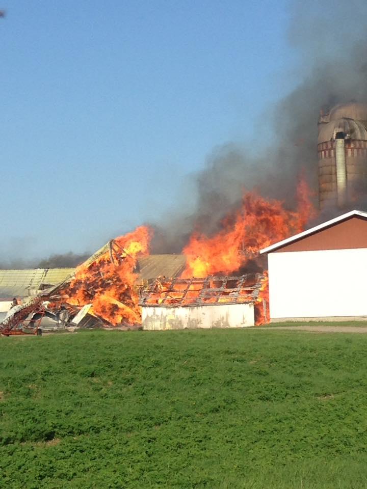 Une ferme incendiée à Saint-Paulin