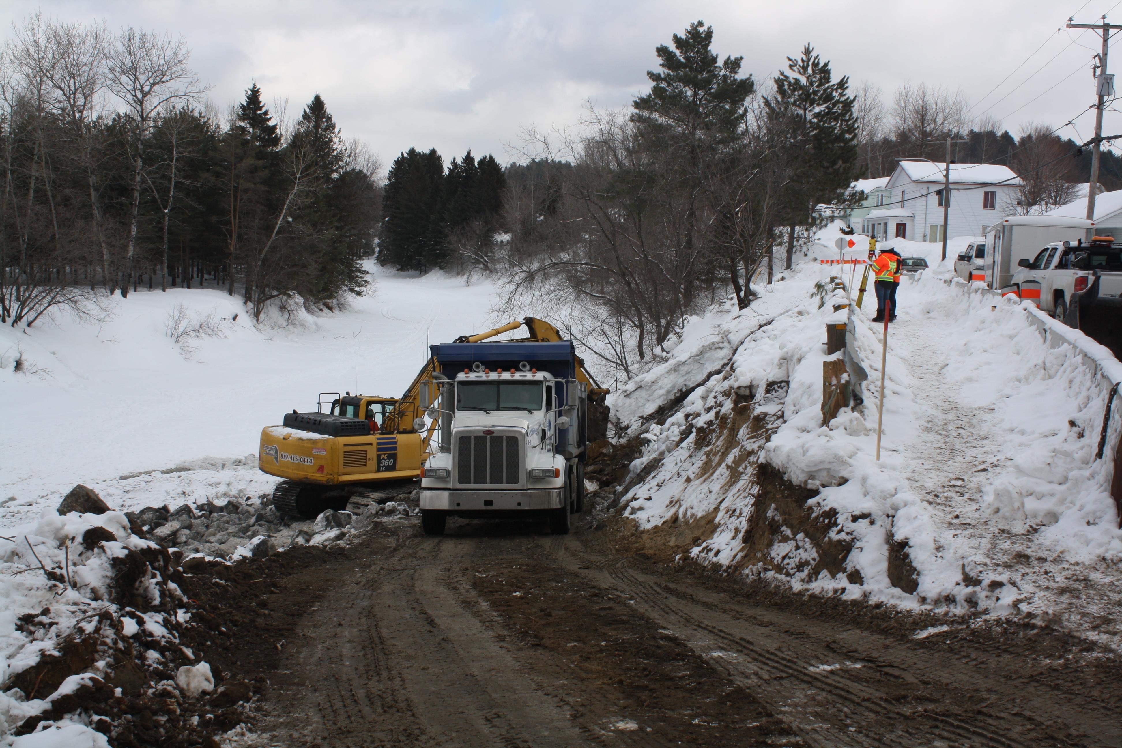 Saint-Alexis-des-Monts: travaux en cours le long de la rue Saint-Joseph