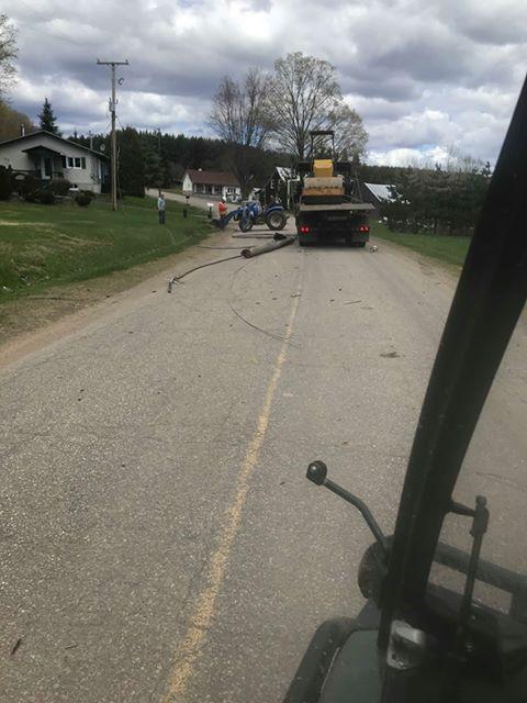 Un camion arrache des fils électriques à Saint-Justin