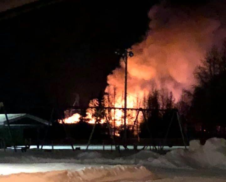 Incendie majeur dans une usine de meubles à Saint-Paulin