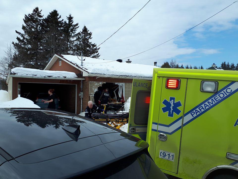 Victime d'un malaise, il percute une résidence à Saint-Mathieu-du-Parc