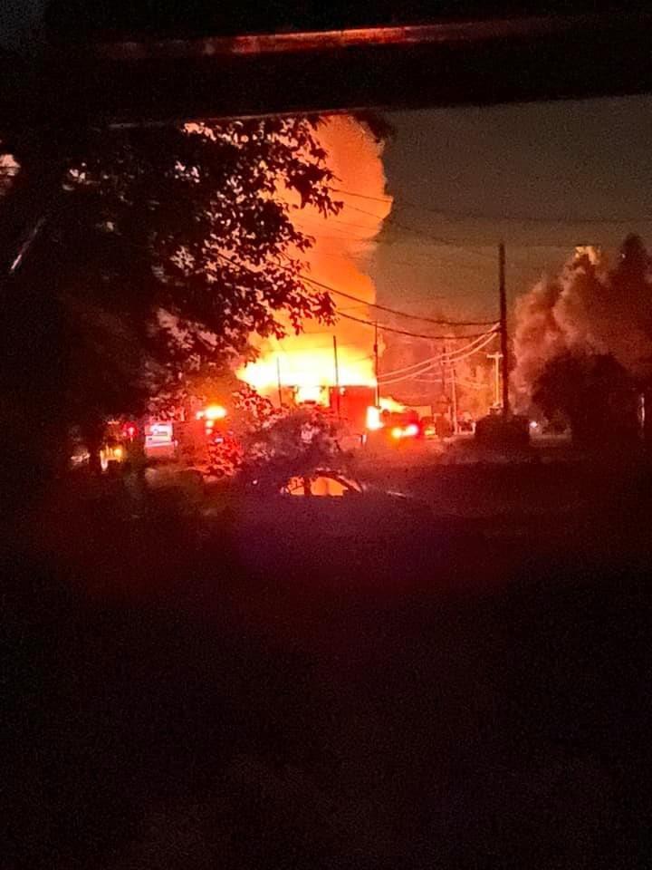 Un bâtiment détruit par les flammes à Saint-Boniface