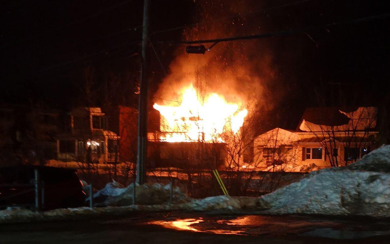 Incendie majeur dans un triplex à Louiseville